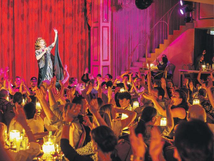 Neben der Carte Blanche Travestie Revue kommen zahlreiche weitere Shows und Gastpiele zur Aufführung