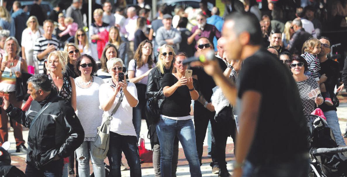 Verkaufsoffener Sonntag mit Festa Italiana und Wellensurfen  Image 8