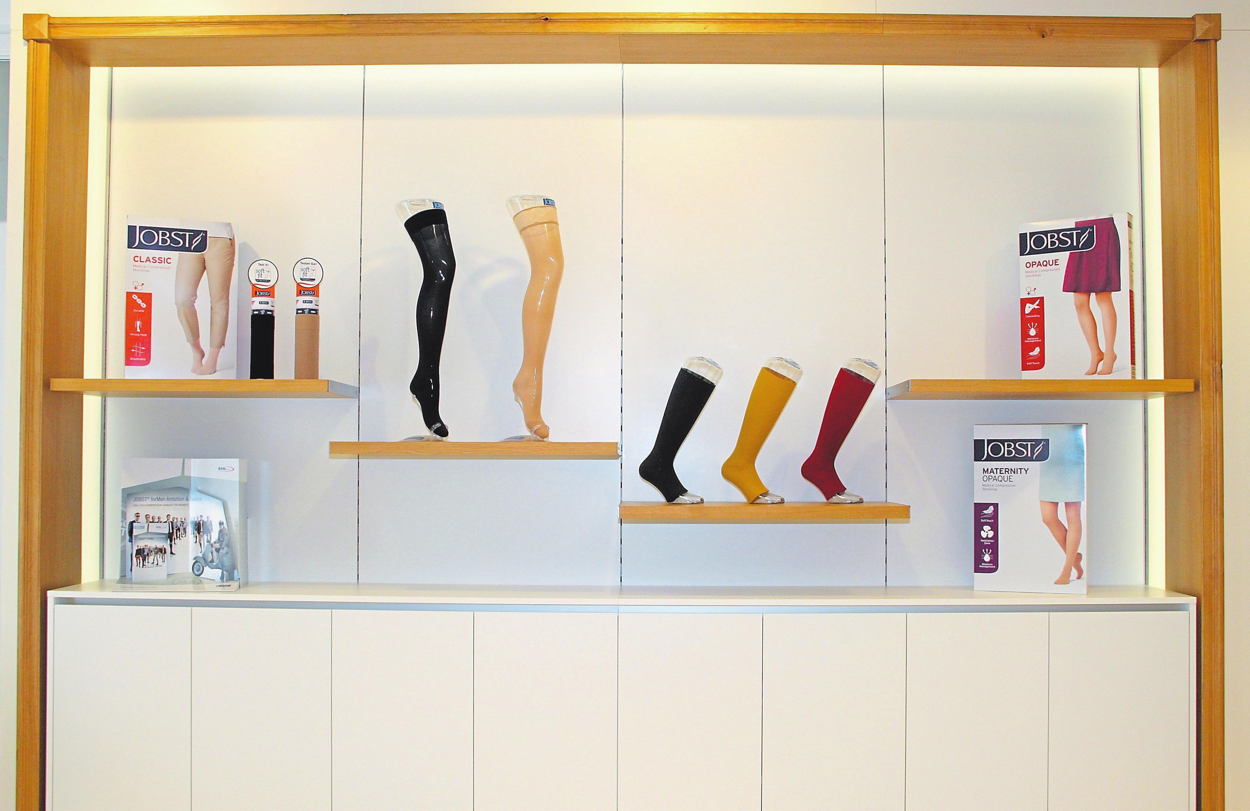 In hellen Farben und mit einem Akzent aus hellem Eichenholz ist das neue Ladenlokal des Sanitätshauses Märtens an der Freckenhorster Straße 34 gestaltet.