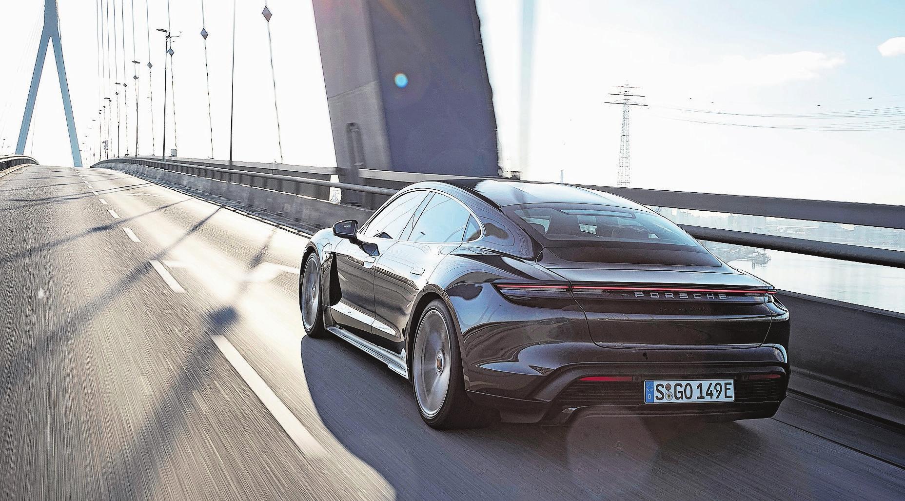 Nach einem ersten Update des Taycan bereitet Porsche für 2021 den Launch des Taycan Cross Turismo vor. Bild: PD