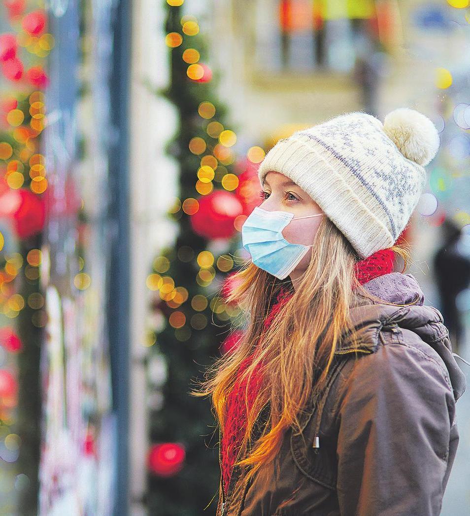 In den Geschäften sowie in stark frequentierten Straßen – wie der Fußgängerzone in der Leverkusener City – gilt derzeit eine Maskenpflicht Bild: Ekaterina Pokrovsky/stock.adobe.com