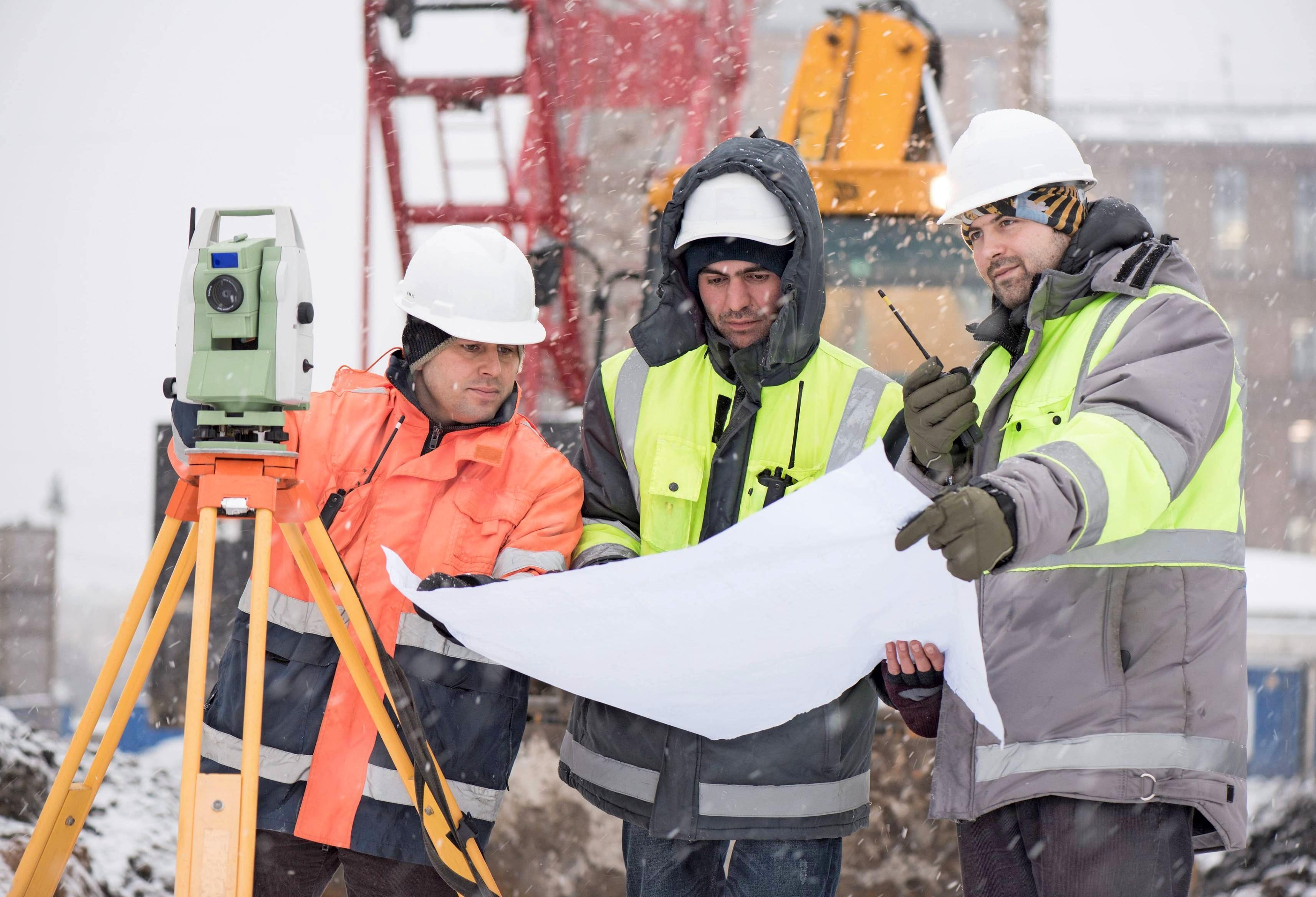 In einem Bautagebuch können in der Übergangszeit die Außenluft- und Raumtemperatur sowie die relative Luftfeuchtigkeit innen dokumentiert werden, empfiehlt der VPB. Foto: ilkercelik/stock.adobe.com