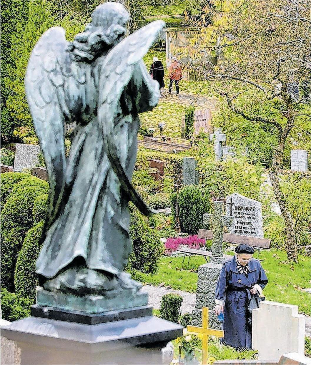 Besuche am Grab helfen vielen Hinterblieben, die Trauer zu bewältigen. Fotos: Archiv