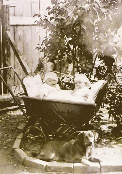 Als Babys teilten sie sich sogar einen Kinderwagen Foto: privat