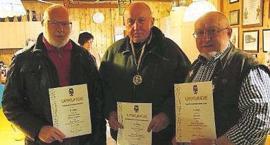 Horst Buschhardt (Mitte) von der Privilegierten Schützengilde Zeitz wurde im vergangenen Jahr Vize-Landesmeister in der Disziplin Vorderlader-Perkussionsfreigewehr 100 Meter. FOTO: VEREIN