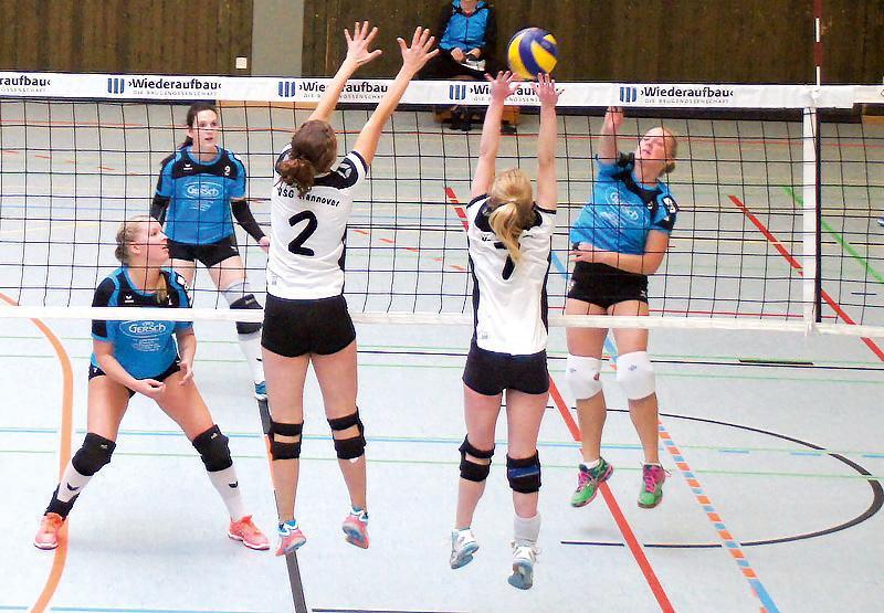 Mit 43 noch aktiv im MTV-Team: Anke Brennecke beim Volleyball. Foto: Privat
