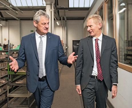 Aloys Schnelte and Dr. Jürgen Peter (left) visited the production halls inside the Unesco World Heritage Site.