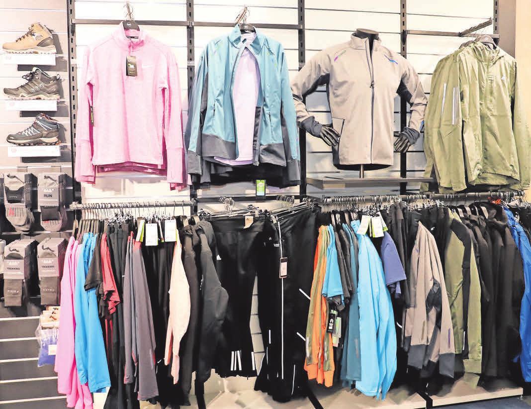 Nicht nur Laufbekleidung gehört zum Sortiment, es gibt auch Fitnesszubehör wie zum Beispiel Springseile, Stoppuhren und mehr.