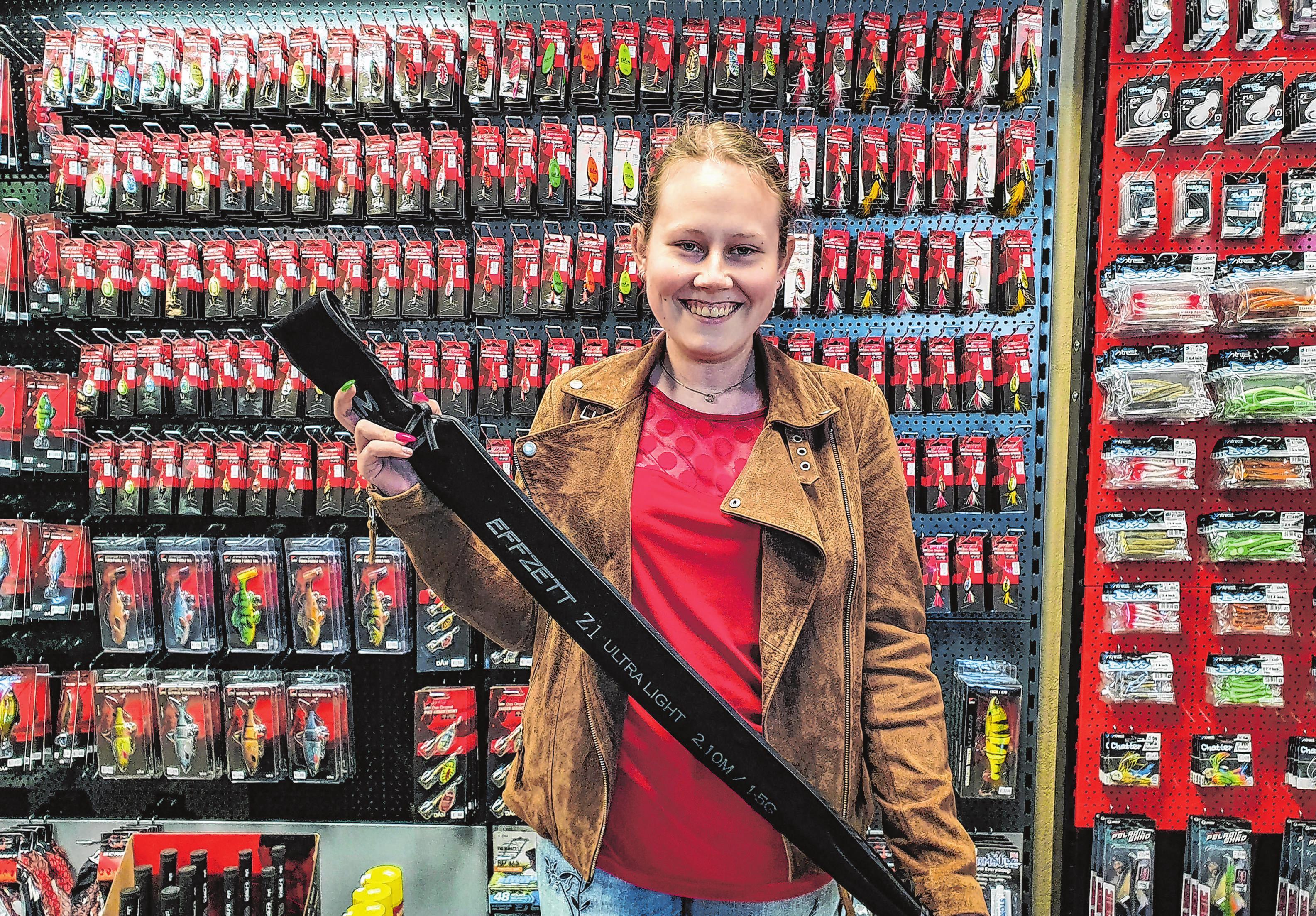Jenny Bark heißt die glückliche Gewinnerin der ausgelobten Z1 Ultralight Barschrute aus dem Hause D.A.M. im Wert von 150 Euro. Sie hatte ihr schönstes Angelerlebnis nach dem Aufruf im Tackle Junkee in Wort und Bild geschildert. Foto: Privat