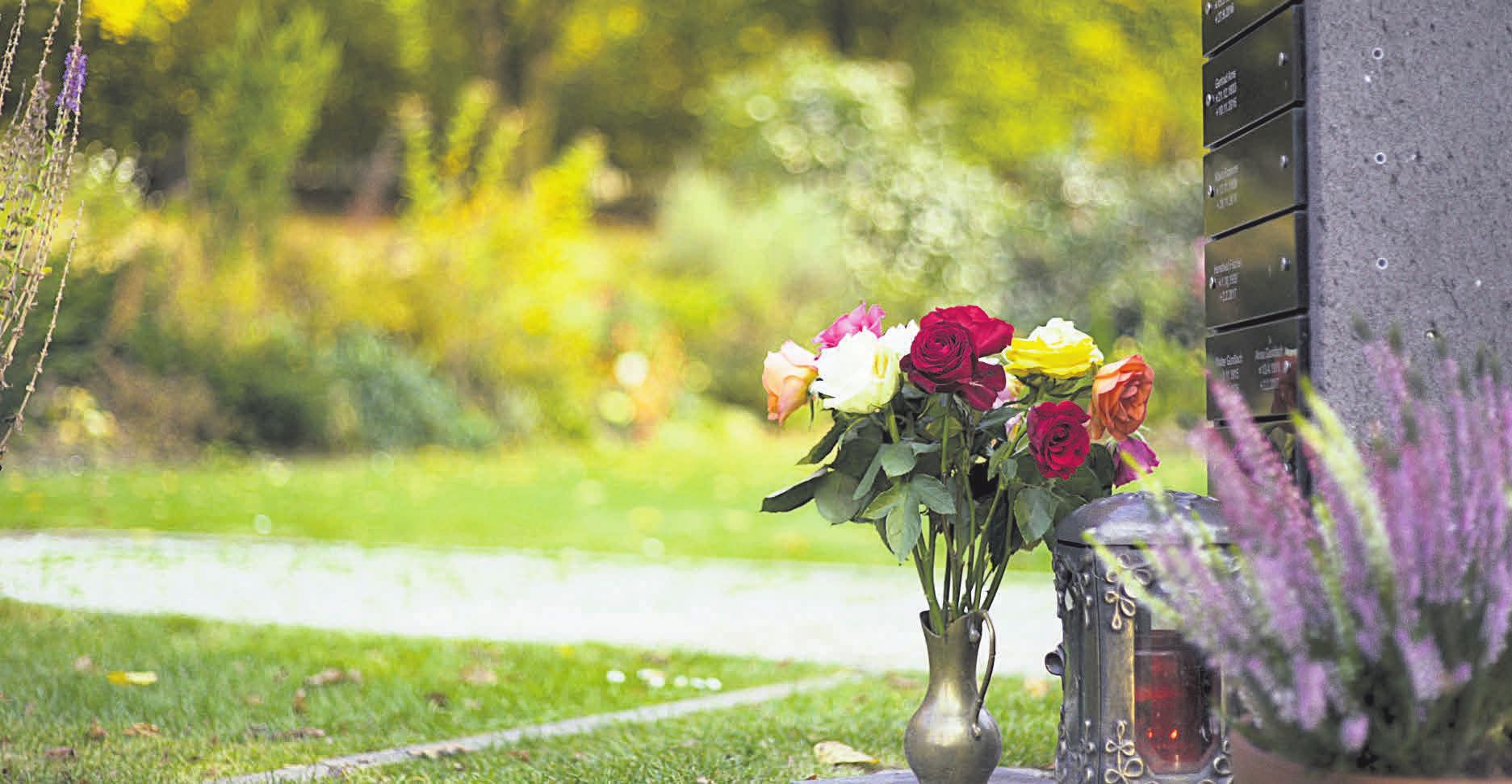 Mithilfe einer Bestattungsverfügung kann festgelegt werden, wie die Beerdigung erfolgen soll. Foto: Deutsche Friedhofsgesellschaft/akz-o