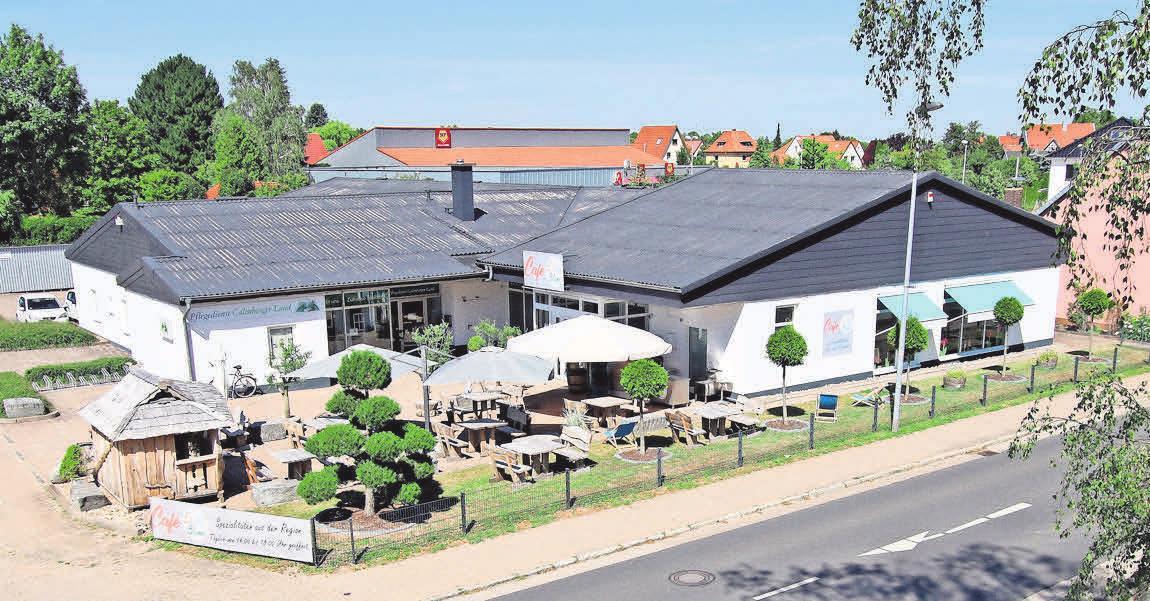 Im Café-Eis-Blume in Schulenburg, direkt an der Ortsdurchfahrt, werden an den Wochenenden jetzt auch Frühstück und Mittagssnacks angeboten.