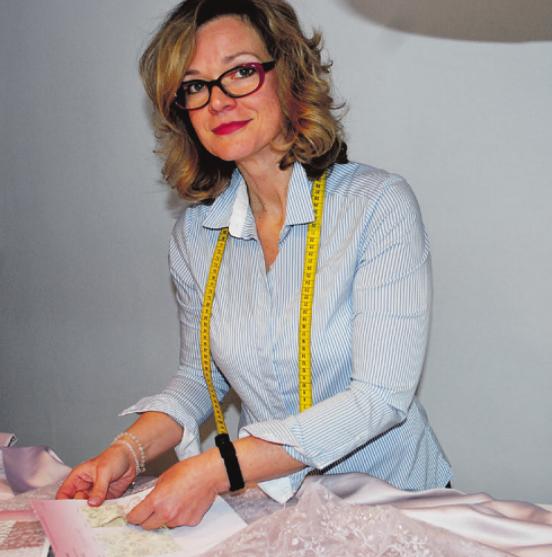 Schneidermeisterin Birte Kowallik zieht mit ihrem Atelier in die Ochsenzoller Straße 103 Foto: Tina Jordan