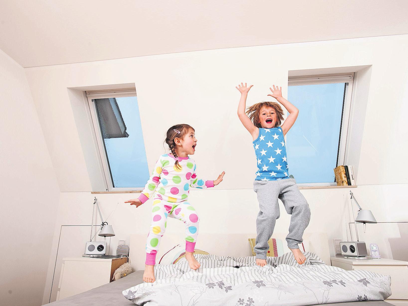 Das eigene Reich unterm Dach: Gerade als Kinderzimmer bietet sich die Raumreserve im Dachgeschoss an. Empfehlenswert ist es, den Dachausbau direkt mit einer Wärmedämmung zu kombinieren. Foto: djd/Paul Bauder