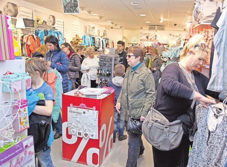 Auch Mode, festlich oder leger, ist ein wichtiges Thema beim Late-Night-Shopping in Burgdorf.
