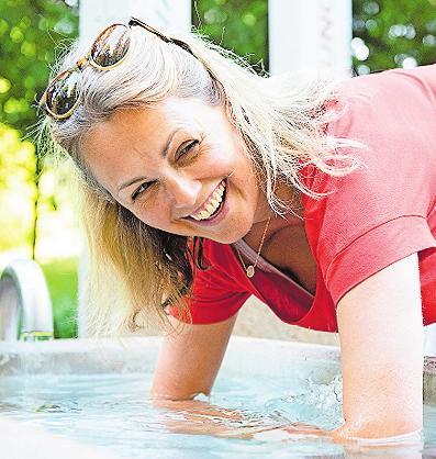 Weitere Kneipp-Anwendung: Armbad. Foto:Jäckle/Kneipp-Bund