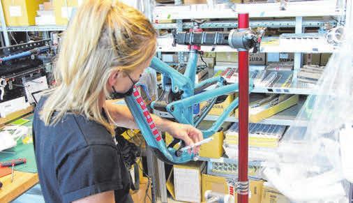 Propain bietet 11 Grundmodelle an: Vom E-Bike Ekano bis zum Kids-Hardtail Dreckspatz. Von der ersten Skizze bis zum Serienbike liegt alles in der Hand von Propain.