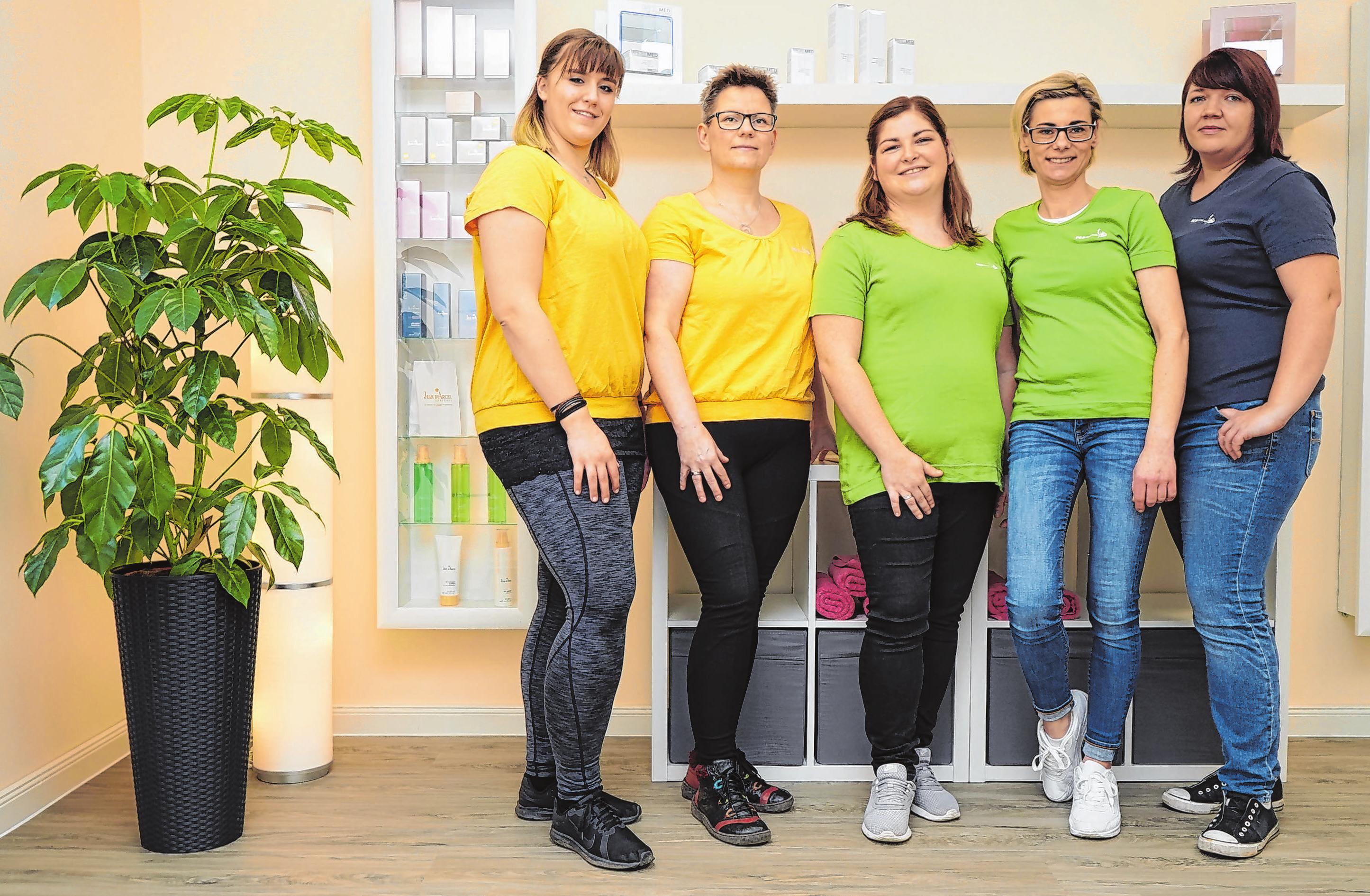 Das Team des PEP Zentrums freut sich darauf, Kunden und Patienten in den neuen Räumen begrüßen zu dürfen: (v. l. n. r.) Dorothea Scheumann, Kristin Schmidt, Inhaberin Susan Sicker, Carolin Hoever und Bianca Fröhlich. Fotos (2): Andrea Steinert