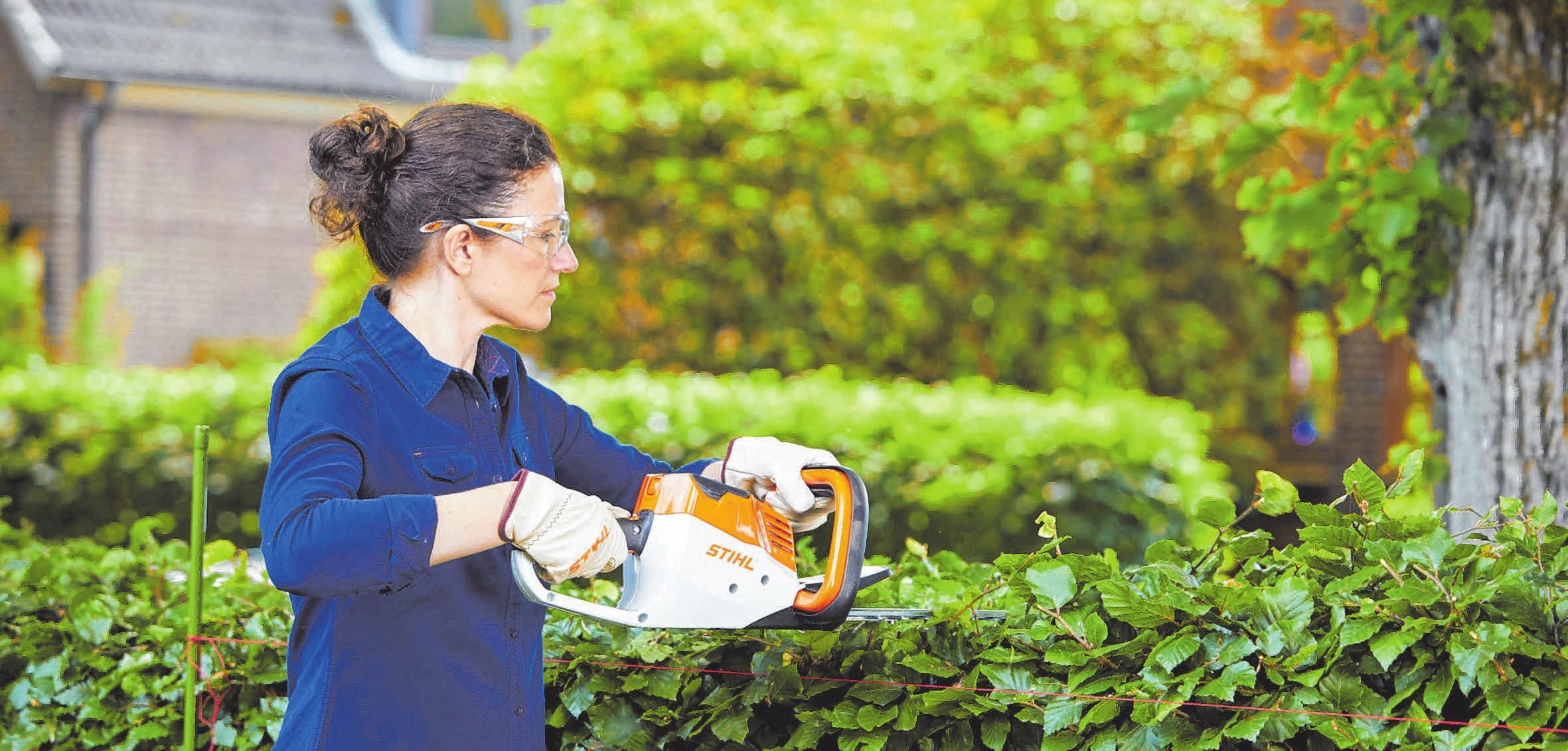 Kompakte Einsteigergeräte erleichtern die Gartenpflege. Praktisch sind akkubetriebene Modelle – kabellos bieten sie viel Bewegungsfreiheit. FOTO: DJD/STIHL
