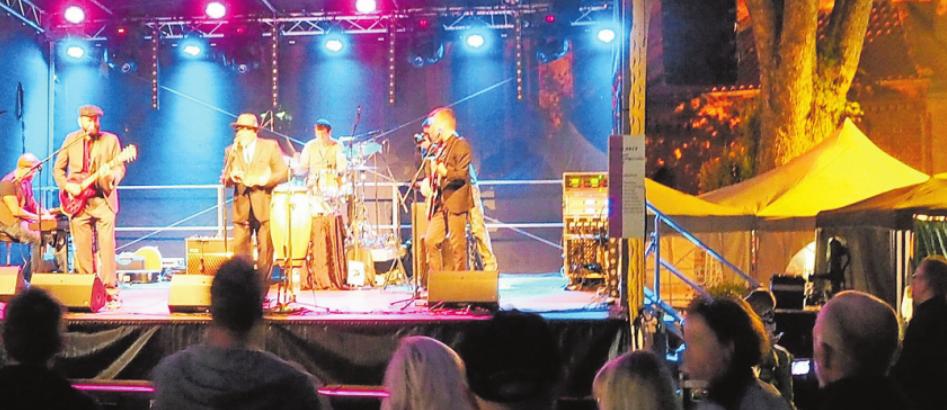 Beim vergangenen Stadtfest lockte Big Daddy Wilson Blunt mehrere Hundert Besucher mit Bluesrock auf den alten Markt. Auch in diesem Jahr wird es wieder viel Musik geben Foto: Jürgensen