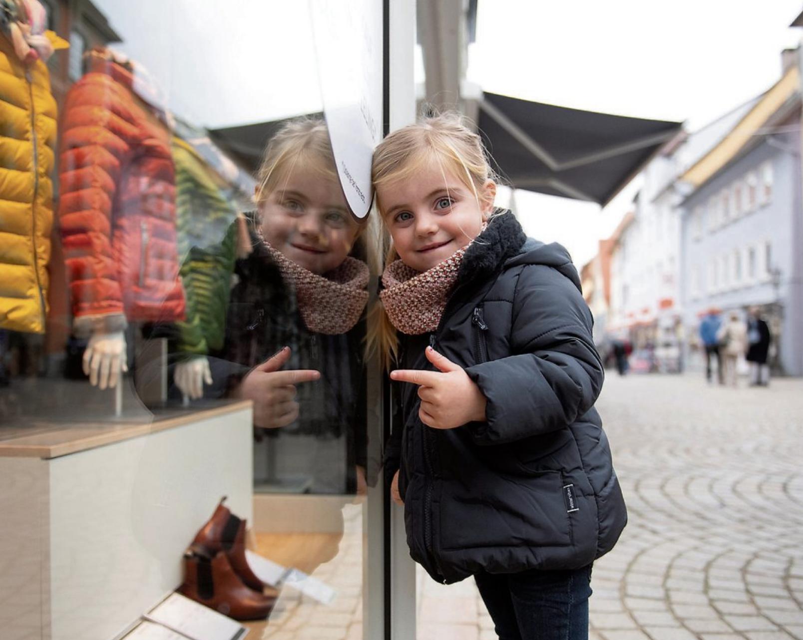 Entspannt shoppen und die neue Herbstmode bewundern: auch das ist am verkaufsoffenen Sonntag, 3. Oktober, in Rottenburg möglich. Bild: WTG/Michael Mesick