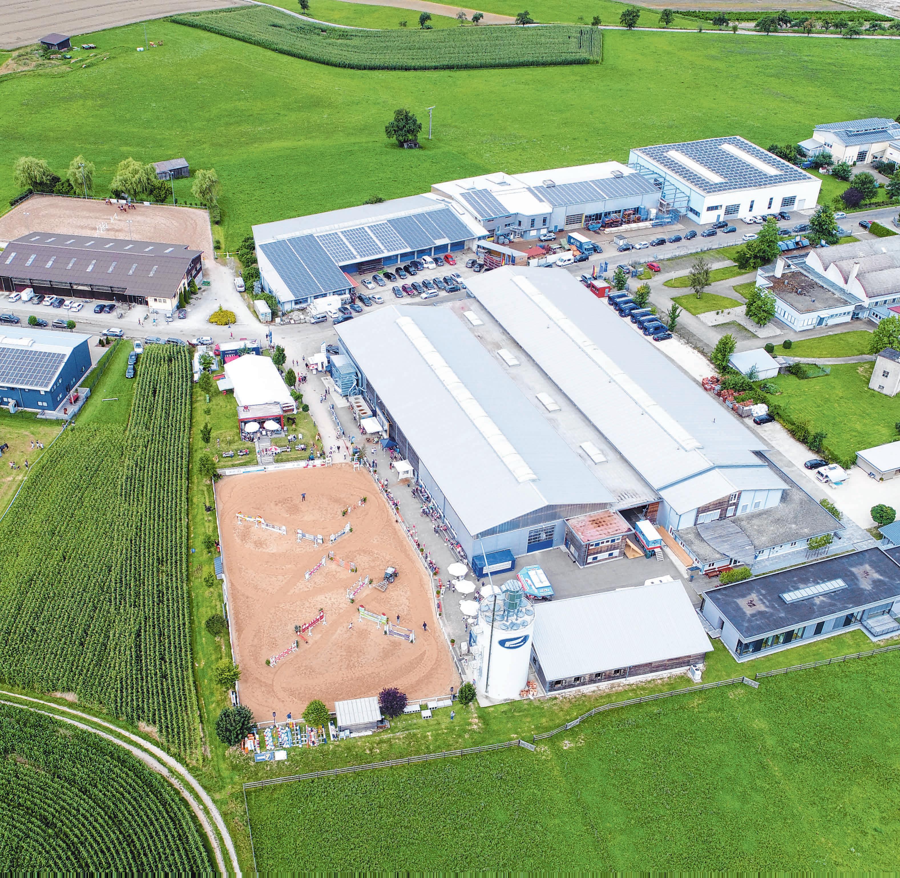 Das Firmengelände der Schlosser Holzbau GmbH aus der Luft. FOTO: SCHLOSSER