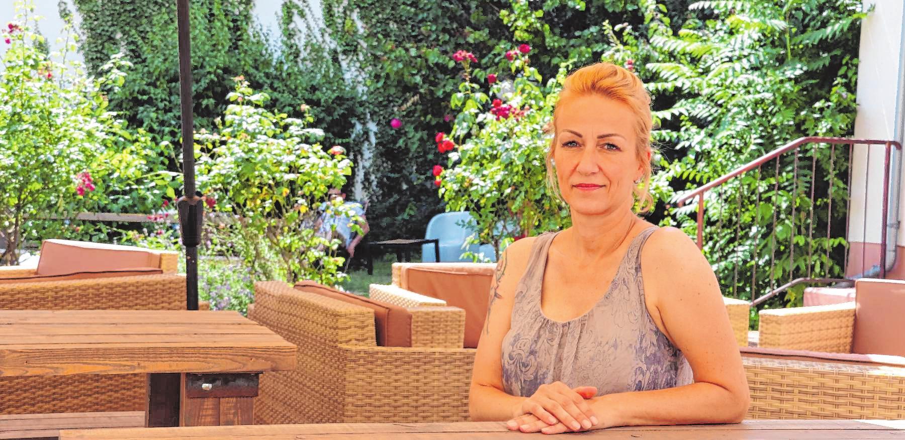 """""""Grüne Oase inmitten der Quadrate"""": Im Innenhof des Gründerinnenzentrums betreibt Nicole Chilla die """"dankbar"""". Gewinne werden gespendet.         BILD: JESCHKE"""