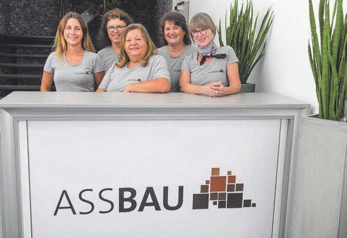 Tamara Lauster, Evelyne Dillmann, Simone Dörr, Ute Zielbauer und Sylvia Weiffenbach schauen, dass im Büro alles läuft.