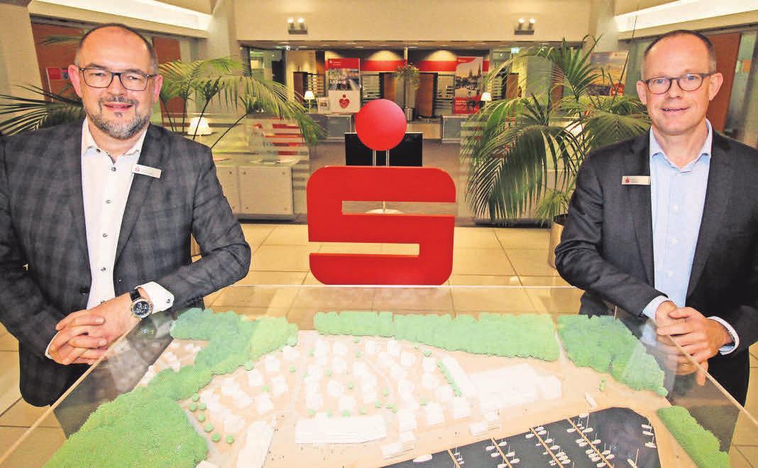 Sven Nagrodzki (v. li.) und Oliver Stüven von der Sparkasse zu Lübeck AG wissen, wie richtig angelegtes Geld Gutes bewirken kann.