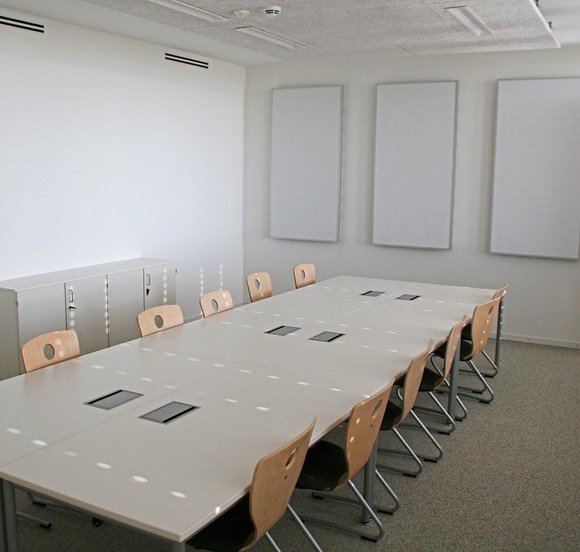 Modern ausgestattet sind auch die Konferenzräume und Bereiche für den Publikumsverkehr.