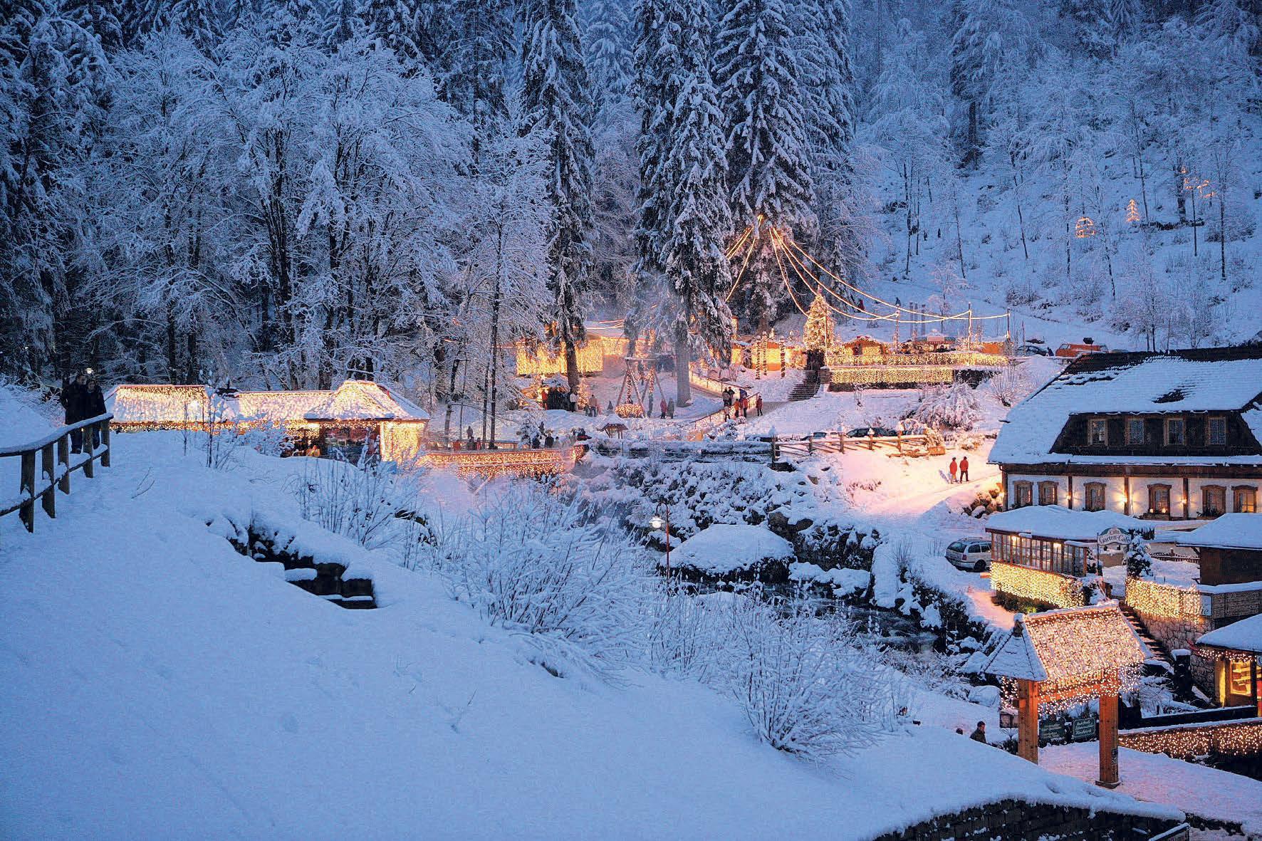 Triberg leuchtet beim Weihnachtszauber Ende Dezember. FOTO: STADT TRIBERG