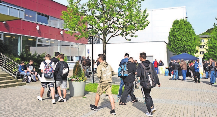 In der Eishalle des SonneBads Sonneberg findet die achte überregionale Fachkräfte- und Ausbildungsmesse statt.