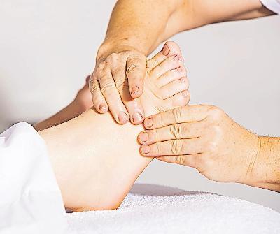 Entspannend: Fußmassage.FOTO: ANDREAS160578/PIXABAY