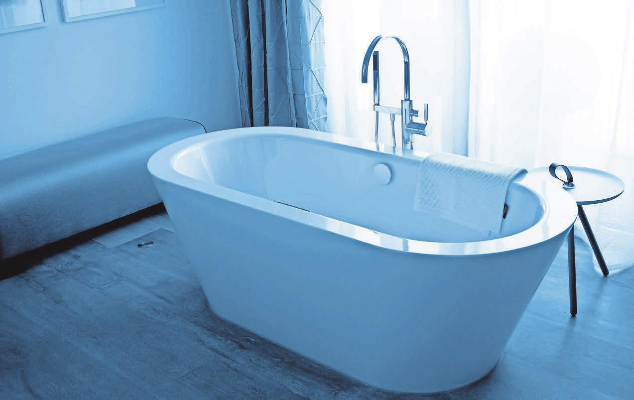 Freistehende Badewannen sind im Trend. Foto: Sturm-Pixelio