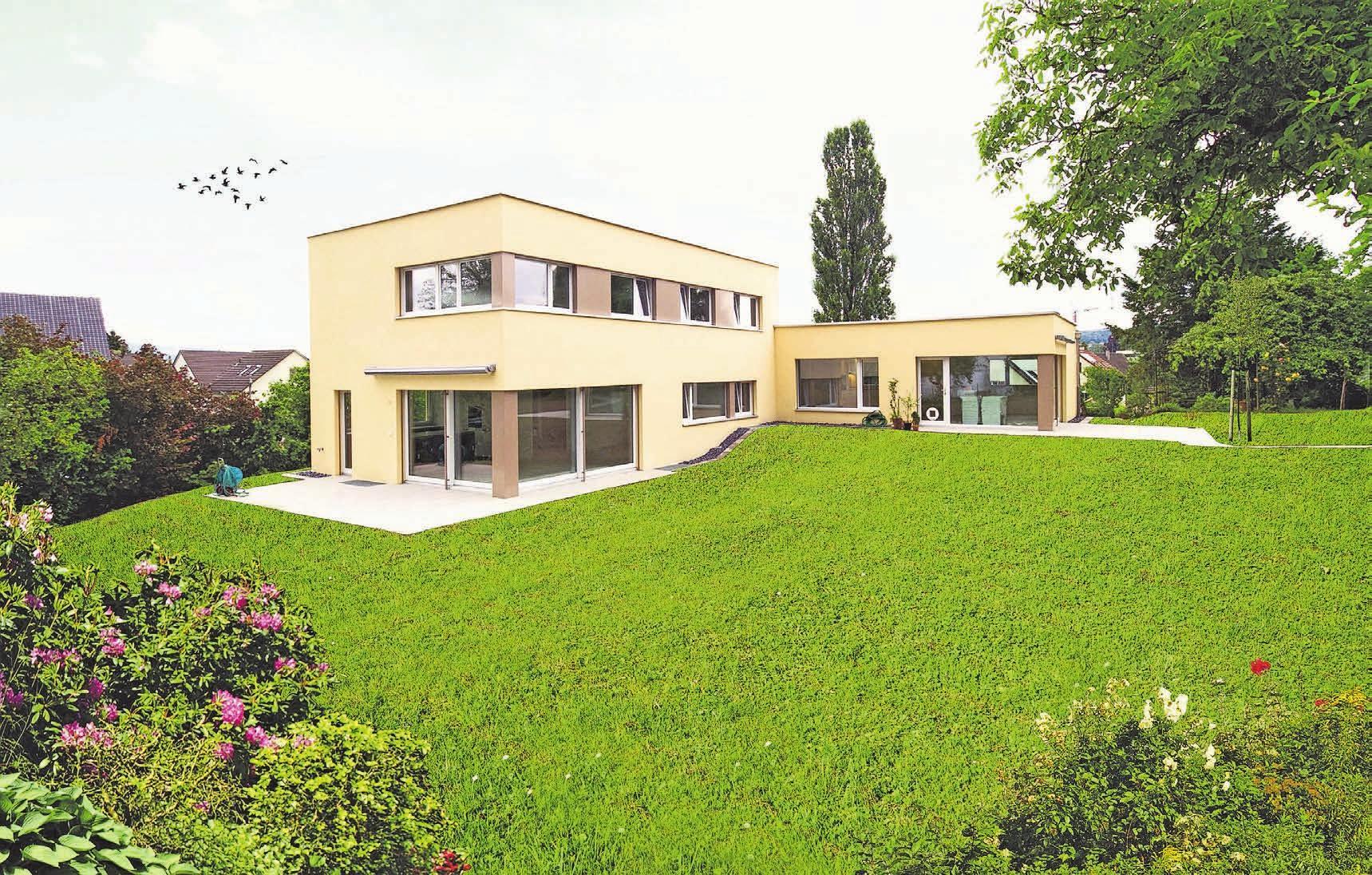Räumlich nahe und doch getrennt: Das zweiflüglige Gebäude ist ein Mehrgenerationenhaus. Jede Generation hat ihren eigenen Bereich. Bild: D