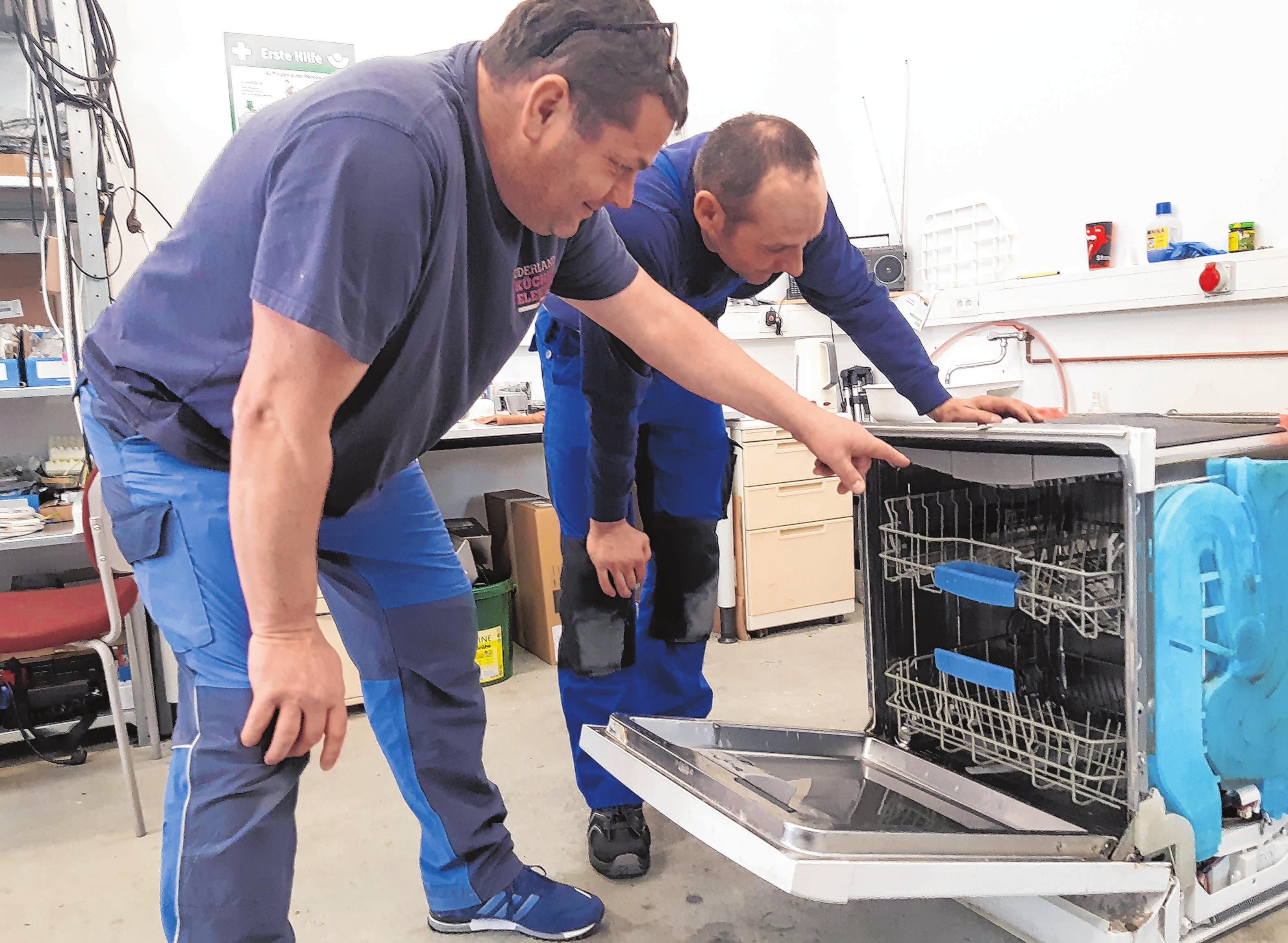 Helfer bei Elektro- und Küchenfragen: die Mitarbeiter von K&S Küchen & Elektro Service in Neuhardenberg