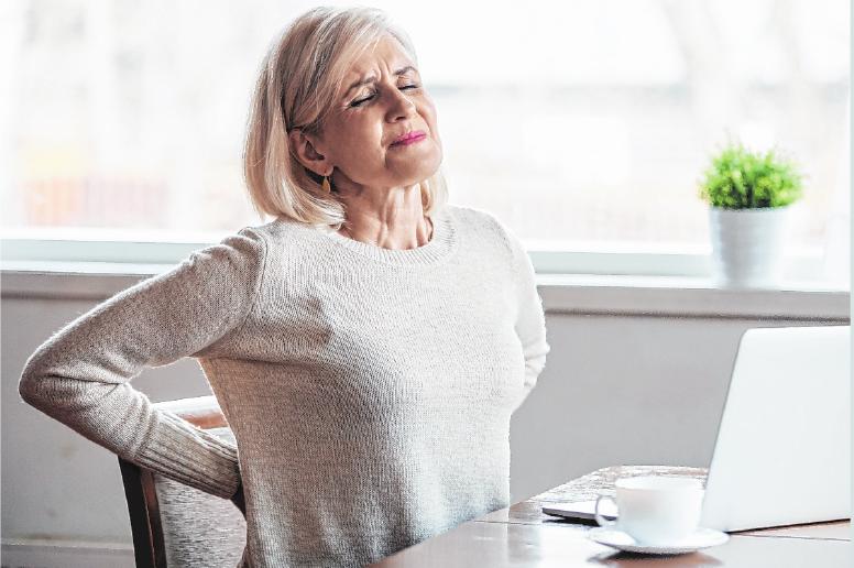 Rückenschmerzen zählen zu den Volkskrankheiten – ein großer Teil der Bevölkerung leidet darunter und ignoriert sie. FOTO: GETTY IMAGES