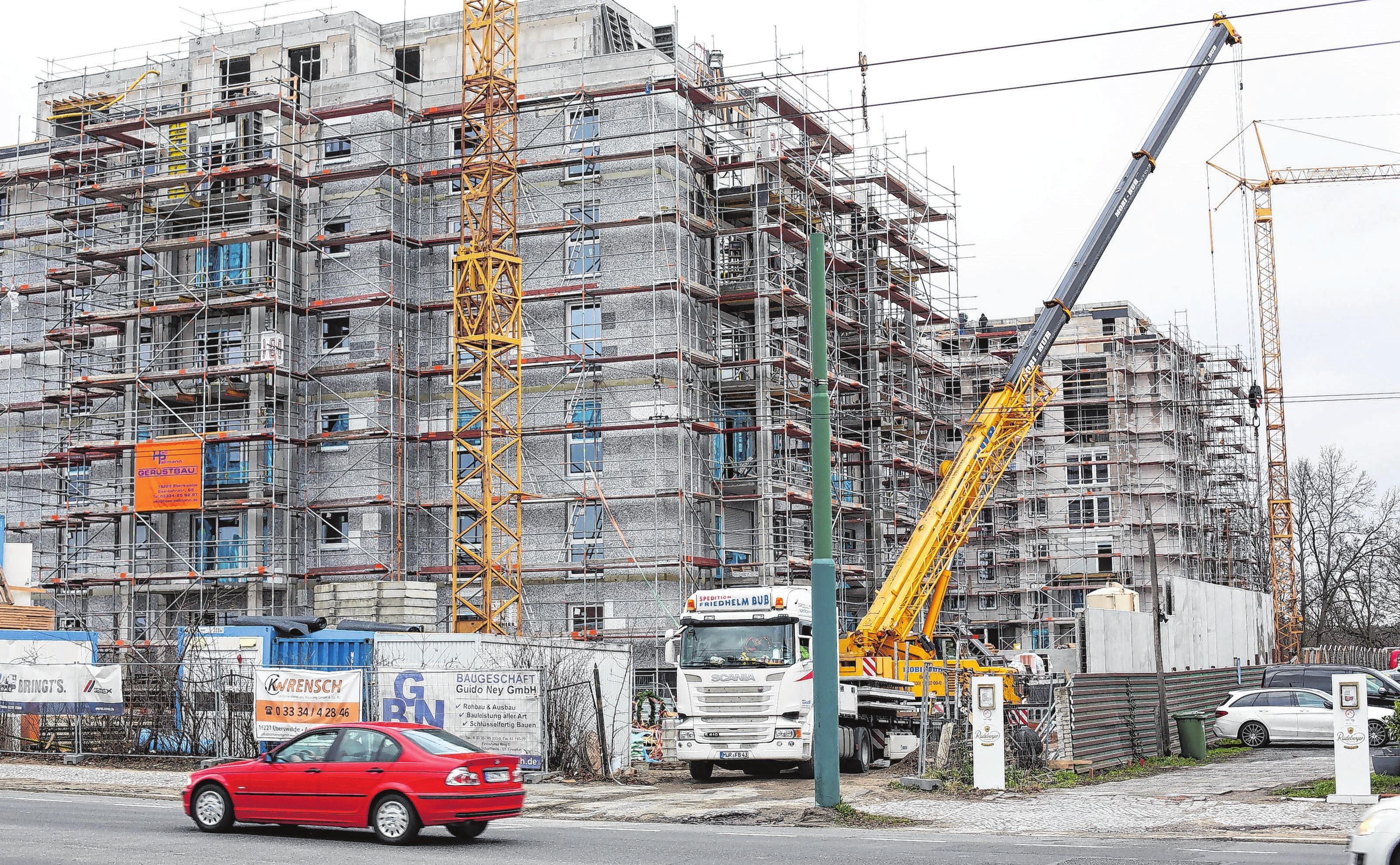 Eine logistische Herausforderung: Auf der Baustelle geht es extrem eng zu.