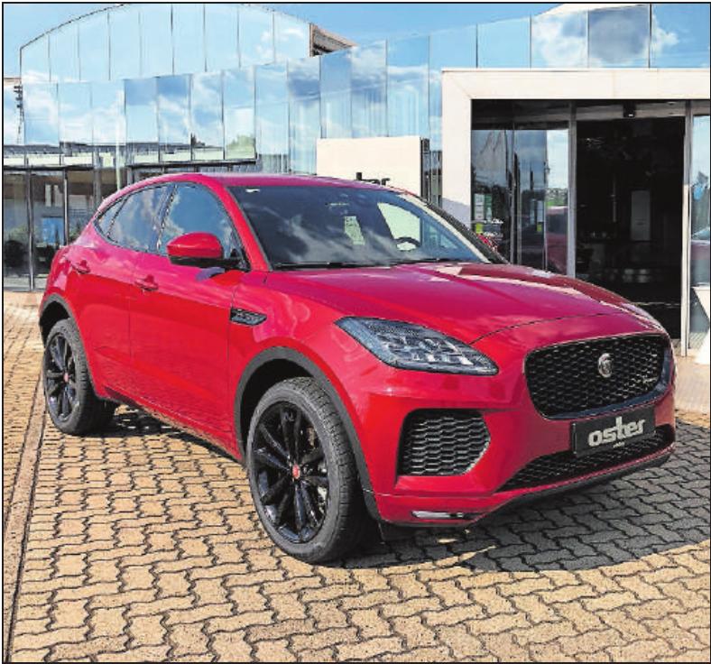 Das Autohaus Oster bringt unter anderem Fahrzeuge der Marke Jaguar mit ins Ortszentrum.