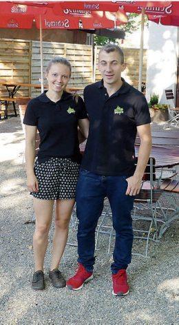 Aico Horn (r.) und Hannah Pantelmann betreiben den neuen Biergarten im Rottenburger Haus der Bürgerwache. Bilder: Uhland2