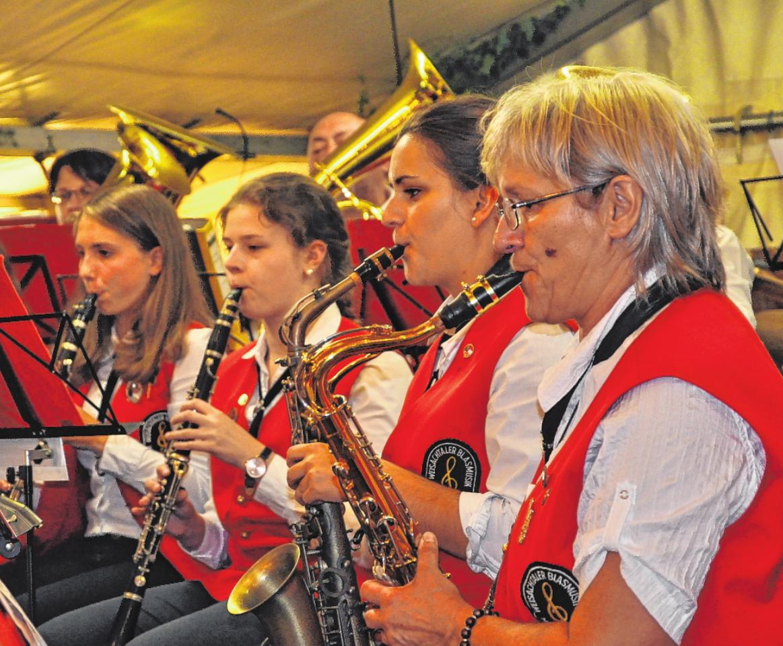 Die Weisachtaler Blasmusik spielte 2016 zur Kirchweih auf. FOTO: MARTIN SCHWEIGER