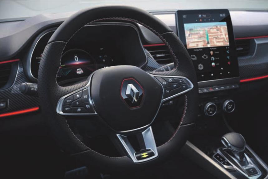 Auch beim On-Board-Infotainment fährt der Renault Arkana vorneweg. Das vernetzte Online-Multimediasystem EASY LINK mit Smartphone-Integration zählt bereits in der Basisausstattung ZEN zum serienmäßigen Lieferumfang. Renault bietet das System für das sportliche Crossover-Modell je nach Ausstattung in vier Varianten mit zwei Displayformaten an sowie Versionen mit integrierter Navigation und Surround-Soundsystem von BOSE.