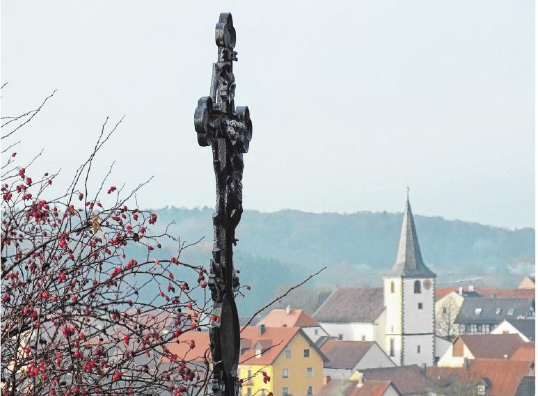 Das Blitzschlagopfer-Gedenkkreuz am Ortsrand von Humprechtshausen. FOTO: ULRICH KIND