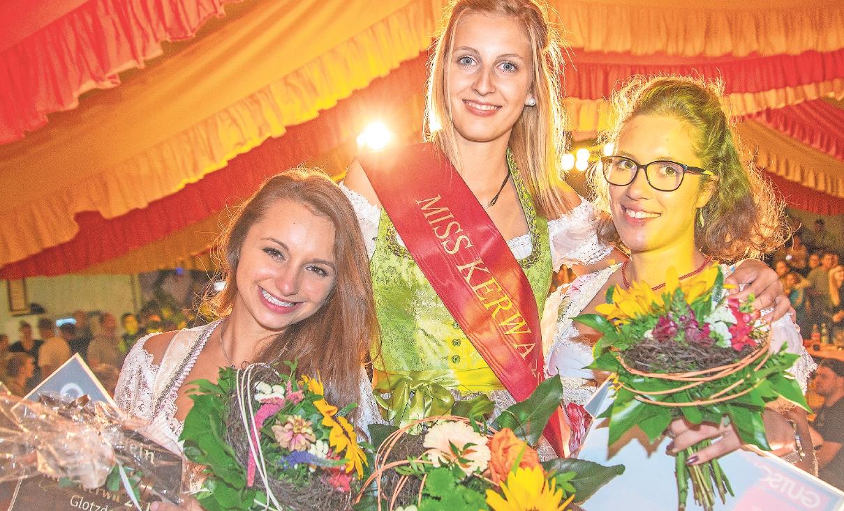 Alina Jäger aus Speichersdorf (Mitte) ist die noch amtierende Miss Kerwa. Am Samstagabend wird in Glotzdorf ihre Nachfolgerin ermittelt. Foto: Andreas Harbach