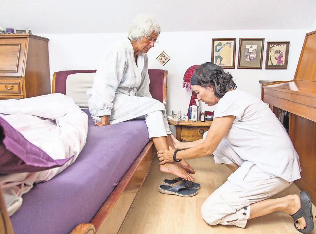 Pflegebedürftige haben die Möglichkeit, einen ambulanten Pflegedienst zu nutzen. Foto: AOK