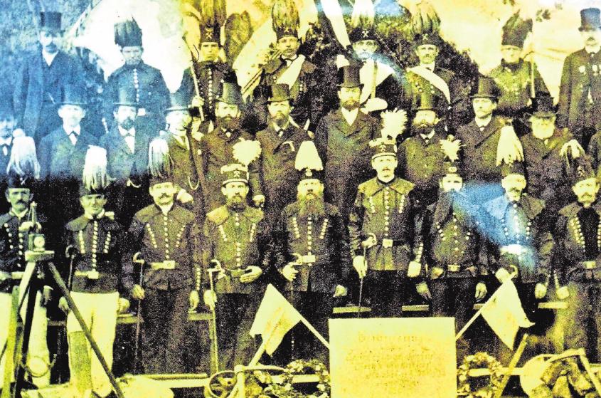 Am Stockheimer Bergmannsfest 1890 mit Bergwerksbesitzer Richard Freiherr von Swaine (Mitte) beteiligten sich über 600 Knappen. Repro: Gerd Fleischmann