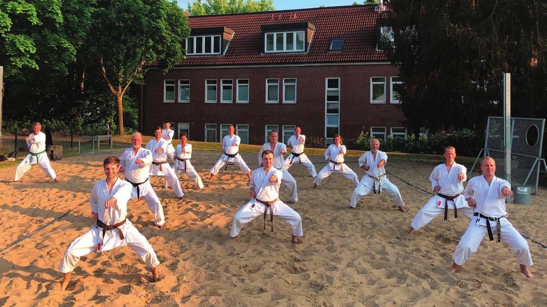 Karate auf dem Beachvolleyball-Feld