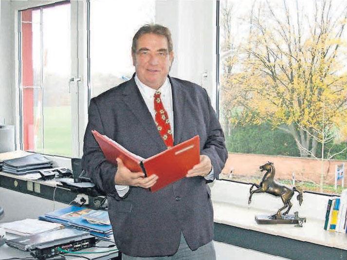 Friedhelm Puls sucht für seine Kunden das beste Finanzangebot.
