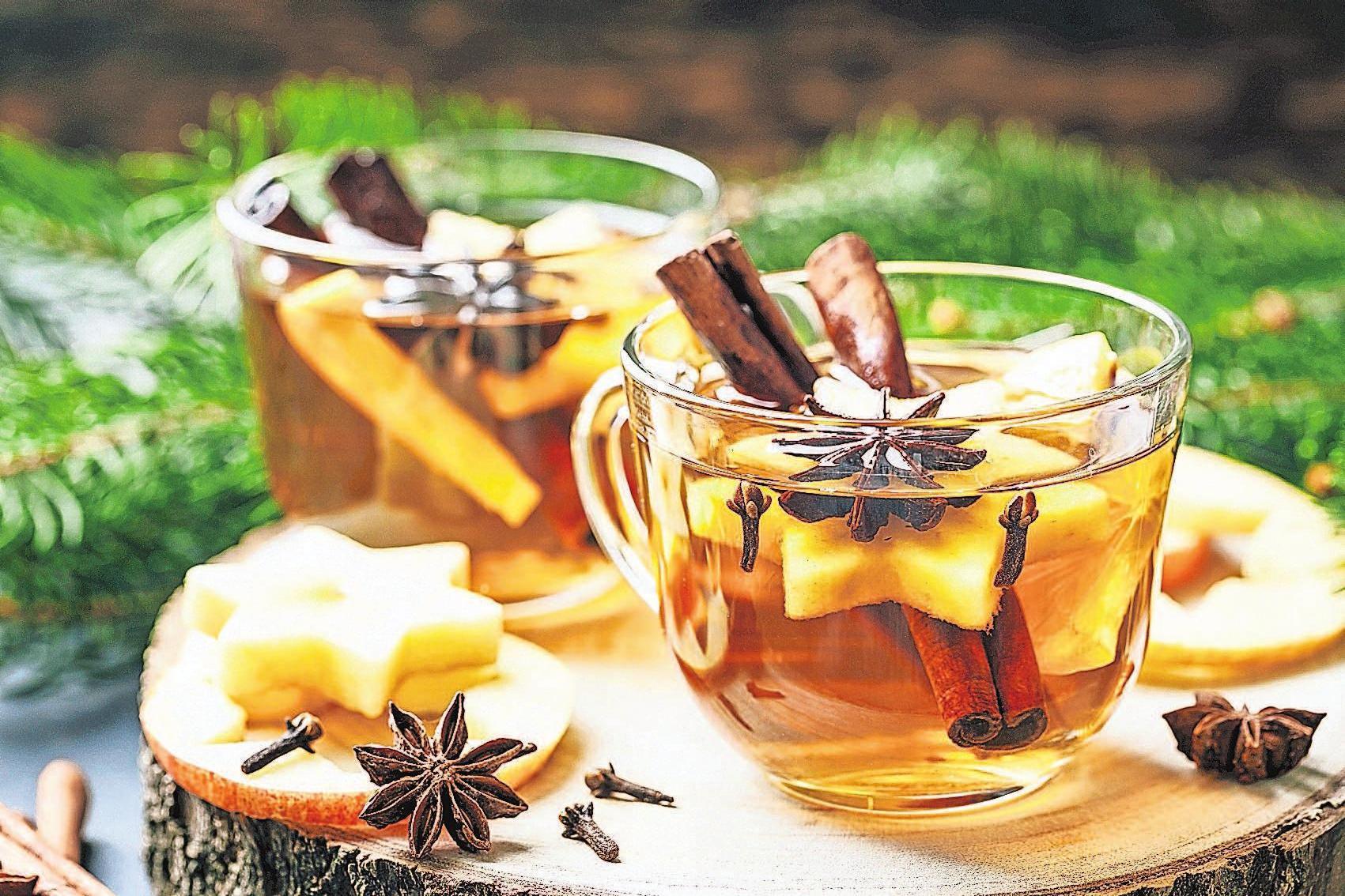Wenn es kalt ist, heizt ein Glas Punsch richtig schön ein. Foto: Adobe Stock/ Sunny Forest