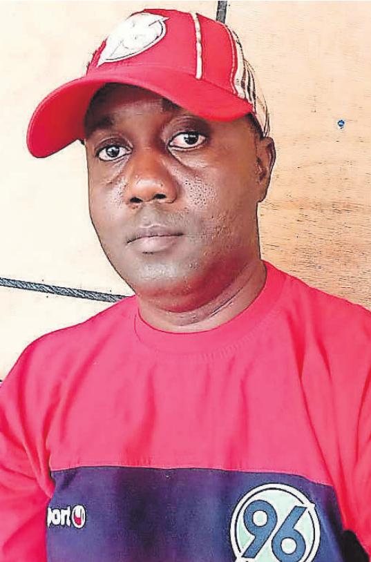 LIEBT 96: Abu Gbonda ist Gründer und Chef des Fanklubs in Sierra Leone. r