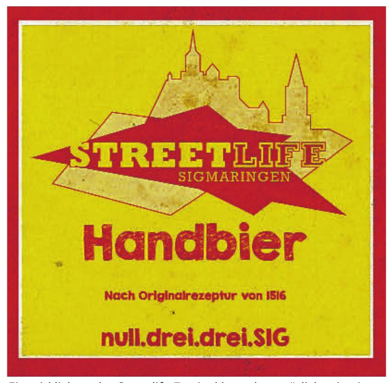 """Ein wirklich cooles Streetlife Festival braucht natürlich sein eigenes Bier. Deswegen liefert die Sigmaringer Brauerei Zoller-Hof die Sonderabfüllung """"Streetlife Handbier""""aus, ein klares SpezialExport in der 0,33-Liter-Bügelflasche – worauf auch der """"Untertitel"""" null.drei.drei.SIG hinweist. Das Handbier wird im Festzelt und an der Bierbar im Men-Only-Bereich ausgeschenkt. Und da auch beim Streetlife Festival in Sigmaringen sehr viel Wert auf Etikette gelegt wird, zeigen wir vorab schon mal die den Streetlife-Handbiers. Na denn Prost"""